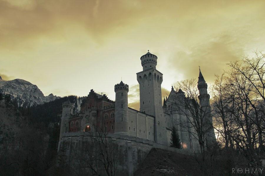 Schloss Neuschwanstein / photo by www.allaboutrohmy.com / Fairytale Castle in Bavaria